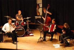 Das Evgeny-Kryuchkov-Trio mit Dieter Kuhlmann und Thorsten Stracke.